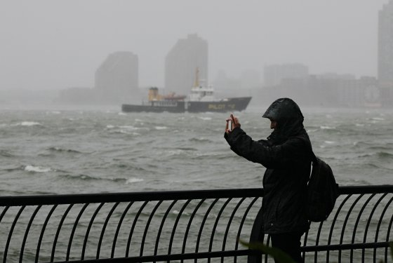 Hurricane #Sandy: Once Again Social Media Proves Its Strategic Value in a Crisis image a 560x3751