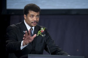 Neil DeGrasse Tyson offends with Christmas tweets