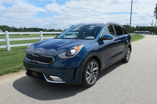 compact hybrid hatch 2017 kia niro. Black Bedroom Furniture Sets. Home Design Ideas