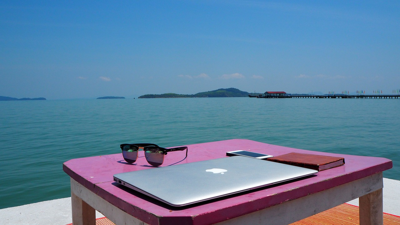 How Virtual Assistants Can Keep Work from Taking Over Their Vacation